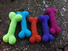 Cute Crochet Dog Bones: free #crochet pattern