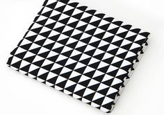 Black Triangles 100% Cotton Fabric All sizes / Quilting fabric off cuts (ffF130) in Loisirs créatifs, Tissus | eBay