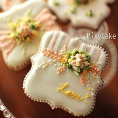 Amazing work, floral cookie by PixyCake