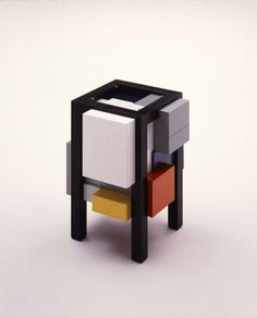 'Nomad Europian' Cabinet 1987 Shuji Hisada photo by Nacása & Partners Remindes me of Mondrian! just other colors
