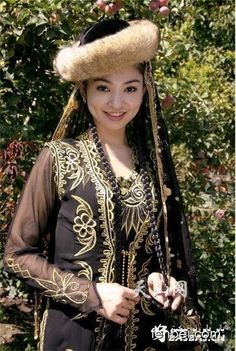 universalbeauty:    Uyghur girlUyghur people are an ethnic group found through out Central Asia and western China.
