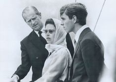 Queen Elizabeth, Prince Philip, and Prince Andrew watching the Olympic yacht races on 20 July, 1976 Prince Philip Queen Elizabeth, Queen And Prince Phillip, Princess Margaret, Princess Diana, Prinz Philip, Princess Kate Middleton, Pippa Middleton, Handsome Prince, Queen Elizabeth