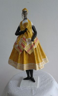 African American Dolls, Africa Art, Newspaper Crafts, Orisha, Gourd Art, Sacred Art, African Women, Female Art, Statues