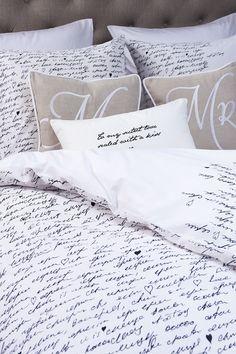 Riviera Maison een klein kussen helemaal volgeschreven met sier letters wel eerst oefenen haha