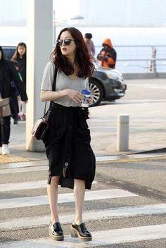 Korean Street Fashion - Life Is Fun Silo Girl Fashion, Fashion Outfits, Womens Fashion, Fashion Trends, Kpop Fashion, Star Fashion, Korean Street Fashion, Airport Fashion, Airport Style