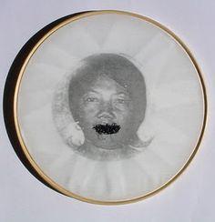 Rosana Paulino - Bastidores, 1997 Imagem transferida, algodão, 30cm de diâmetro