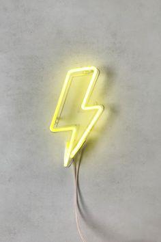 """O letreiro de Neon """"Raio"""" é um charme, e fica maravilhoso no quarto, na sala, ou em qualquer lugar da casa! No próprio acrílico vem dois buracos para pendurar, 1,90m de fio até o transformador, que liga na parede!"""