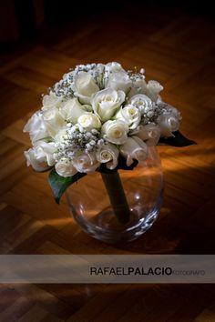 Delicado bouquet en blanco y malva.