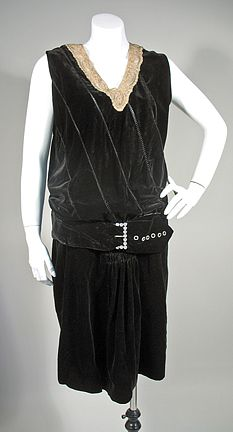 black velvet flapper dress with diamante buckle and ruched skirt, late 1930s Fashion, Art Deco Fashion, Vintage Fashion, 20s Outfits, 20s Dresses, Art Deco Dress, 1930s Dress, Vintage Gowns, Historical Clothing