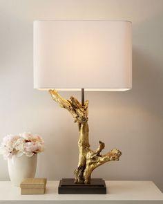 Tischlampe aus Baumzweig in Gold gefärbt