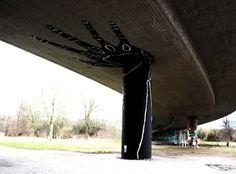 street-art-2013-holding-hand.jpg