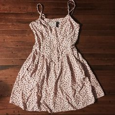Pink Button Up Dress This super cute dress is perfect for the summer. It has adjustable straps along with pockets. It is best for 5'2 and under. H&M Dresses Mini