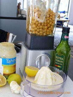 Easy Vegan - Homemade hummus #easyvegan #vegandip #veganentertaining #freshhummus