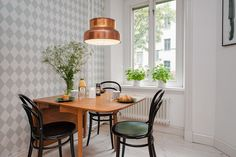 papel de pared de Ferm Living muebles de diseño moderna estantería String mesa de centro bandeja de HAY estilo nórdico decoración estilo nórdico escandinavo decoración de salones decoración de dormintorios blog decoracion interiores