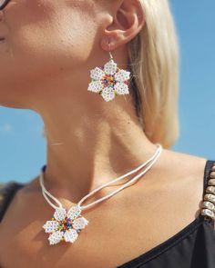 Burlap Flowers, Beaded Flowers, Beaded Earrings, Diamond Earrings, Drop Earrings, Bead Jewellery, Beaded Jewelry, Brick Stitch, Pearls