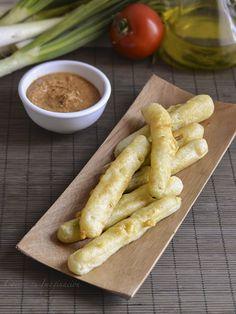 calçots en tempura con salsa romesco Tempura, Canapes, Finger Foods, Catering, Meat, Cooking, Recipes, Diy, Vegetarian