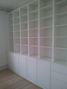 Design Studio Office, Home Library Design, Home Office Space, Home Office Decor, Home Deco, Building Shelves, Ikea, Showroom Interior Design, Counter Design