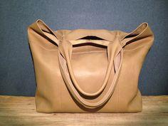 Очень крутая сумка `Must-have` из натуральной кожи, вместительная, удобная, на плечо. Авторская сумка. Ручная работа.