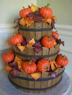 wow this is gorgeous!! Could make a two layer cake and use the decoration idea. Perfect fall wedding cake!