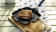 Grillpan met siliconen handvat, vierkant Waffles, Breakfast, Food, Morning Coffee, Meal, Essen, Hoods, Meals, Waffle