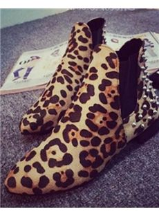 Fabulous Pointed Toe Rivets Decorated Flats