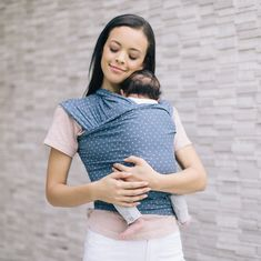 The Ergobaby Aura Lightweight Wrap Baby Carrier - Coral dots is a lightweight and breathable wrap which is easy and ideal for beginners. Best Baby Carrier, Baby Wrap Carrier, Baby Boomer, Skin To Skin, Future Maman, Baby Wraps, Baby Skin, New Print, Baby Accessories
