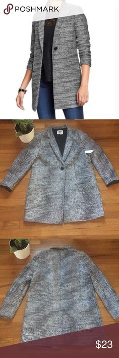NWT!! Old Navy Finley Tweed Car Coat Old navy blazer style coat. Black and white tweed. SiZe large, runs large. Wool blend. NWT!! Please feel free to ask questions. Old Navy Jackets & Coats Pea Coats
