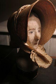 L'almanach désuet: Marottes Vintage Mannequin, Mannequin Heads, Erin Gregory, Paper Mache Sculpture, Clothespin Dolls, Baby Bonnets, Wooden Dolls, Headgear, Antique Dolls