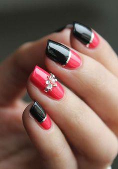 Eleganza e raffinatezza racchiuse in una semplice nail art https://www.facebook.com/photo.php?fbid=10152472719923453&set=pb.271651468452.-2207520000.1400162649.&type=3&theater