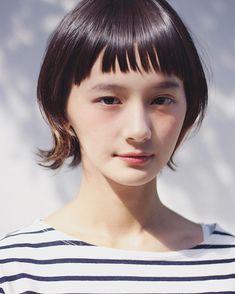 いいね!300件、コメント4件 ― Hironori Okadaさん(@hironori_okada)のInstagramアカウント: 「 . 前髪を軽くして✂︎ 透け感出したら 可愛すぎた . #マッシュウルフ ウェットVer. . #メイク アイシャドウ チーク リップ 全てアプリコット系で統一 . #透明感 #ウェットヘア…」