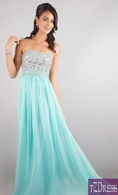 I would so wear this if I was disneybounding as Elsa to prom. or even if i wasn't. Gorgeous!