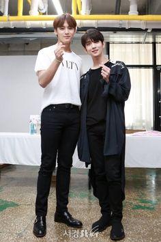 Mingyu and Joshua Hearts Bazaar Woozi, Mingyu Wonwoo, Seungkwan, Joshua Seventeen, Seventeen Debut, Seventeen Memes, Carat Seventeen, Mingyu Seventeen, Vernon
