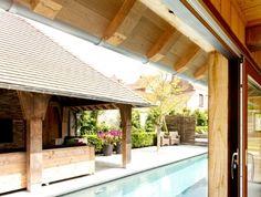 stadstuin met overdekte terassen , leuke panoramische sauna en zwembad