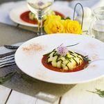 Рыба в цуккини с томатным соусом