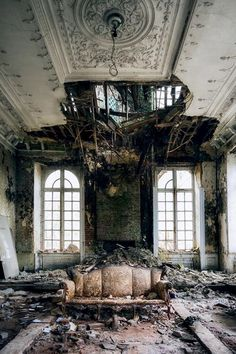 Abandoned buildings, grace in decay. Crumbling Walls by Eva van Oosten - abandoned - Abandoned Buildings, Abandoned Property, Abandoned Castles, Abandoned Mansions, Old Buildings, Abandoned Places, Old Mansions, Beautiful Ruins, Beautiful Places