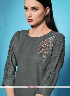 Embroidery On Kurtis, Kurti Embroidery Design, Embroidered Kurti, Embroidered Clothes, Sleeves Designs For Dresses, Sleeve Designs, Salwar Suit With Price, Kurtis Tops, Clothing Store Displays