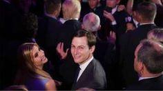 Image copyright                  Getty Images                  Image caption                                      Jared Kushner sonríe a la cámara tras la victoria de su suegro, Donald Trump, en las elecciones presidenciales del 8 de noviembre en EE.UU.                                Mientras el mundo entero esperaba la salida del presidente electo Donald Trum