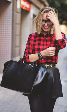 This outfit is everything.so chic & simple yet so edgy as well! Plaid And Leather, Leather Shorts, Street Chic, Street Style, Passion For Fashion, Dress To Impress, Autumn Winter Fashion, Cool Outfits, Style Inspiration