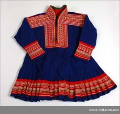 A custome used by a Semi member. Norway, High Neck Dress, Culture, Barn, Sewing, Mini, How To Wear, Clothes, Lappland