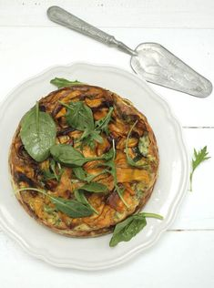 Spinach + Ricotta Tart (Teresa Cutter) 1 kg ricotta 200 g English baby spinach 1 tablespoon chopped sage leaves 6 large eggs teaspoon sea salt cup chopped flat-leaf (Italian) parsley teaspoon nutmeg 1 medium sized sweet potato Low Carb Recipes, Vegetarian Recipes, Healthy Recipes, Savoury Recipes, Dairy Recipes, Savory Snacks, Yummy Recipes, Free Recipes, Healthy Chef