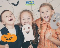 10 Must-Haves Every Kids Halloween Party Needs - Rustic Baby Chic Fun Halloween Activities, Quick Halloween Costumes, Halloween Kids, Halloween Crafts, Happy Halloween, Halloween Party, Kids Fall Crafts, Two Sisters, Party Needs