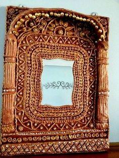 DIY Paper Mache Mirror    http://us7.campaign-archive2.com/?u=c2d07359ef8cbacead63c9161=28ef83b3d4