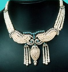 Traditional natural pearl necklace, from Bahrain. Gorgeous!
