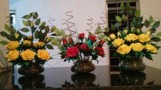 Rosas amarelas e vermelha