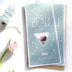 Geboortekaartje voor Beau met foto | newborn | strikje | blauw | groen | fotokaartje | driehoekjes | little mr | charlyfine.nl