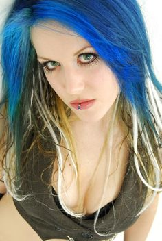 Alissa White-Gluz - Formerly of The Agonist, now singing for Arch Enemy. She's cute, but she can belt out a song as good if not better than any male metal vocalist! Chica Heavy Metal, Heavy Metal Girl, Heavy Metal Music, Death Metal, Metal Girls, The Agonist, Rock Y Metal, Alissa White, Women Of Rock