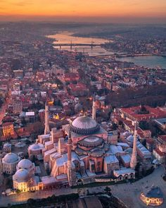 Beautiful Mosques, Beautiful Places, Hagia Sophia Istanbul, Istanbul Travel, Istanbul Tourism, Mosque Architecture, Mekka, Turkey Travel, City Photography