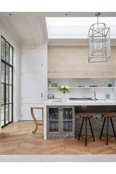 Breakfast Counter - An open-plan layout full of intriguing design details in this Victorian house at Oxford - real homes on HOUSE by House & Garden. Kitchen Cost, Basement Kitchen, Kitchen Layout, Home Decor Kitchen, Kitchen Flooring, Kitchen Interior, New Kitchen, Kitchen Design, Kitchen Ideas
