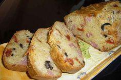 Cake aux olives / tomates séchées et lardons