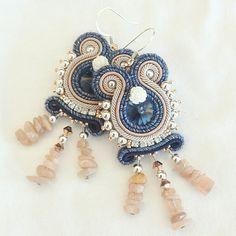 Orecchini realizzati a mano con la tecnica Soutache, by Marikatté ❤️ #soutache #earrings #jeans #swarovski #orecchini